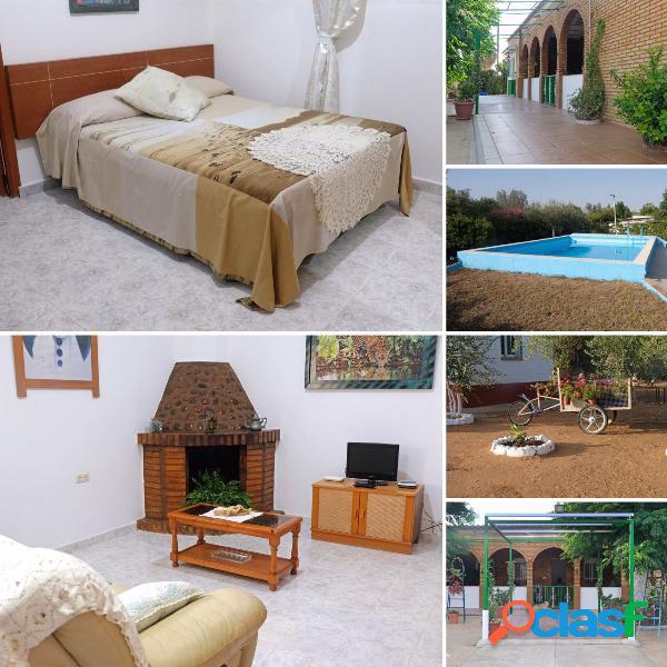 Casa de una planta con piscina en venta en urb. camposol de carmona
