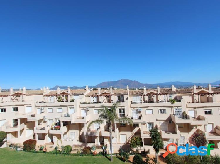 Fantástico apartamento de lujo con 3 habitaciones ubicado en un complejo bien cuidado y popular.