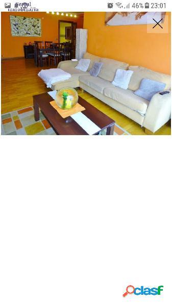 Magnifico piso de tres habitaciones, dos baños, salón, cocina y dos grandes terrazas.