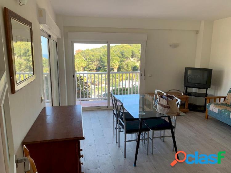 Bonito apartamento reformado en venta en moraira con vistas al mar y cerca de la playa