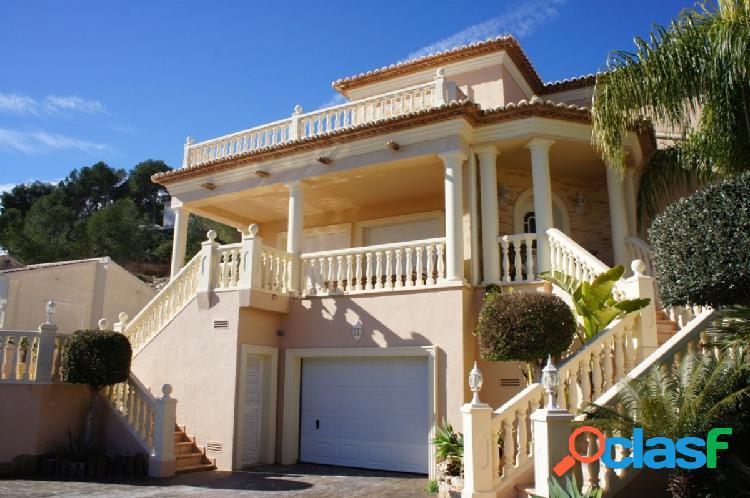 Preciosa villa rodeada de tranquilidad y naturaleza, con preciosas vistas panorámicas.