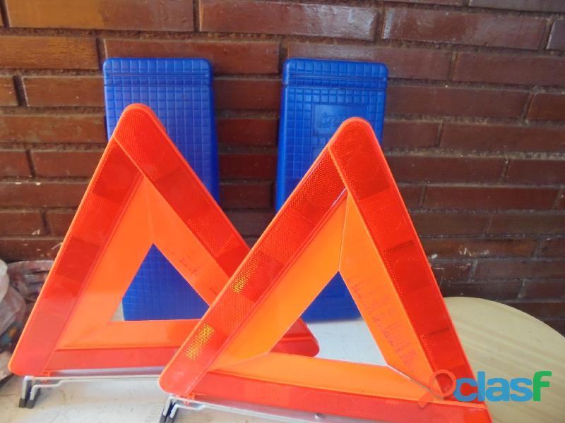 Venden 2 triángulos nuevos de señalización