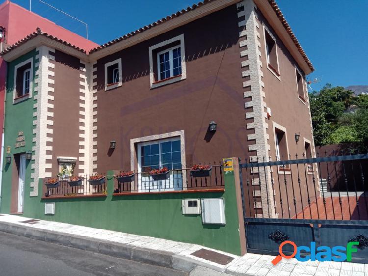 Casa unifamiliar adosada de 4 dormitorios en la orotava