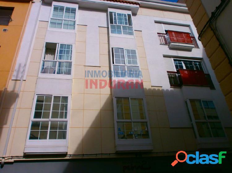 Apartamento céntrico de 60 m2 situado junto a la calle principal, cerca del ayuntamiento (navalmoral de la mata)