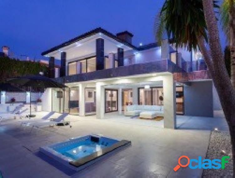 Villa moderna en playa los monteros!