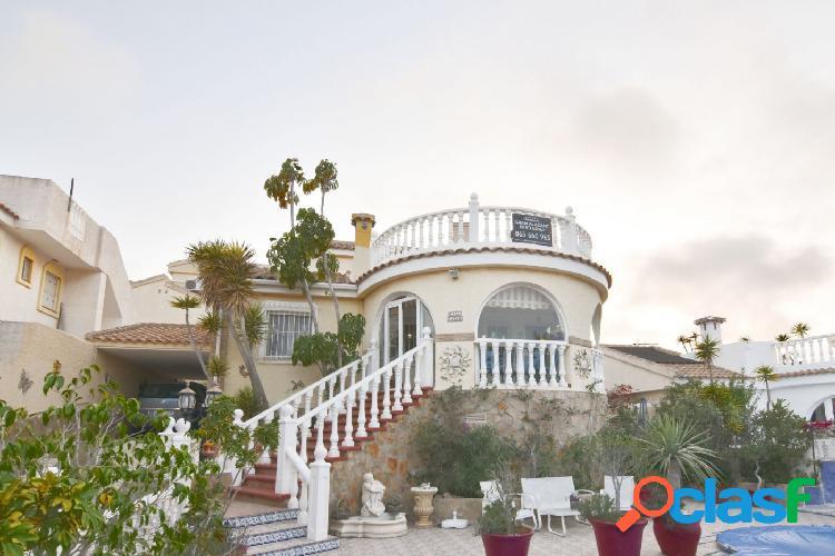 Chalet independiente con piscina en Monte y Mar 2