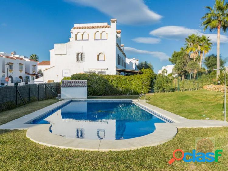 Rebajado!! casa adosada muy bien cuidada cerca de la playa y servicios en casares costa.