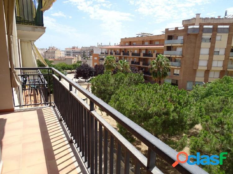 Piso de 85 m2, consta de 3 dormitorios. parking y trastero. vistas al parque
