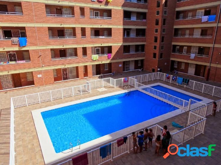 Magnífico apartamento con piscina comunitaria, a 200 metros de la playa