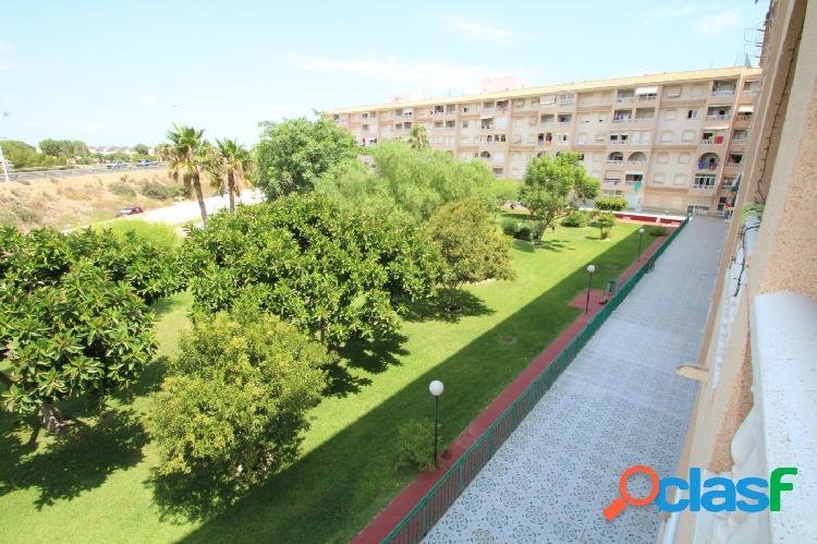 Apartamento de 2 dormitorios con vistas despejadas y piscina 2