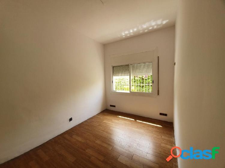 Piso en Sant Just Desvern zona Centre, 77 m., 20 m2 de salon, una habitación doble y 2 habitaciones 1