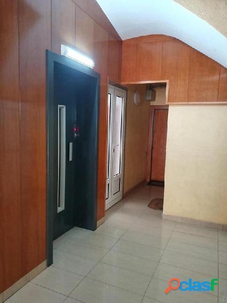 Piso en Sant Just Desvern zona Centre, 77 m., 20 m2 de salon, una habitación doble y 2 habitaciones 3