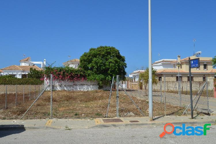 Parcela urbana con todos los servicios en la urbanización de la laguna