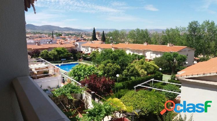 Piso de 3 dormitorios en Gójar soleado, con vistas y piscina comunitaria
