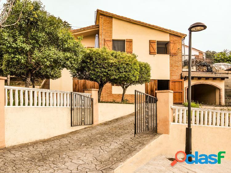 Chalet de 166 m2 impecable en urbanización lago barasona. parcela de 503 m2