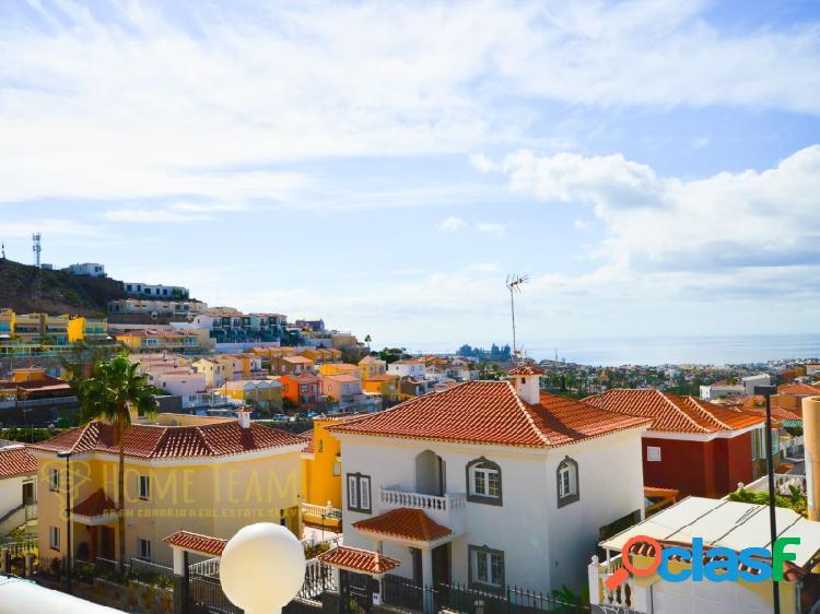 Dúplex con una gran terraza y vistas al mar