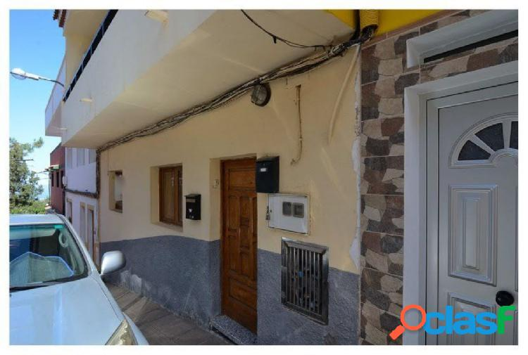 Flat on the ground floor of a house terrera. it sells comfortable and cozy apartment in the quiet municipality of valseq