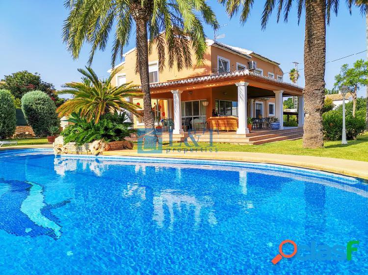 Villa lujo junto al pueblo