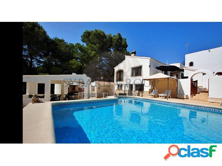 Amplio chalet con casa de invitados, piscina y barbacoa en zona cap marti, javea