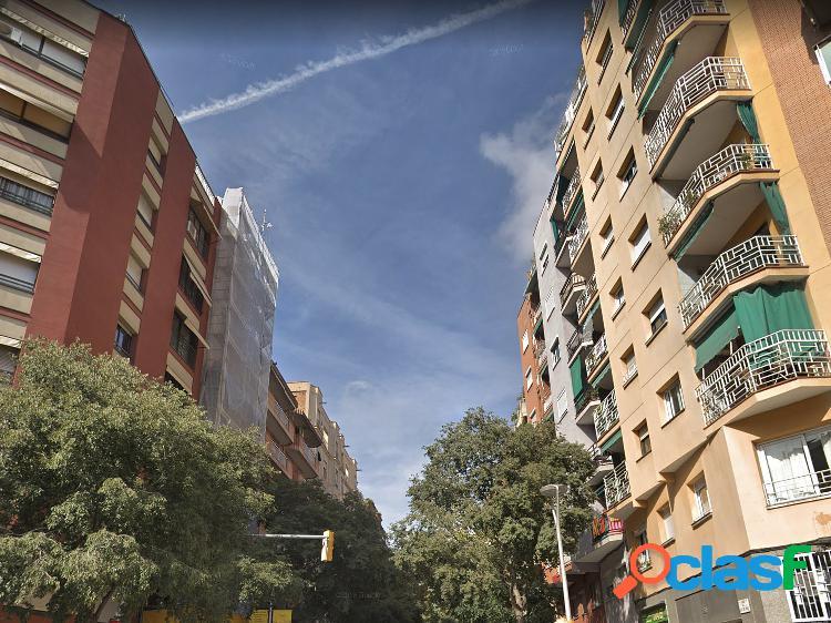 Edificio en venta en la sagrada familia, barcelona.