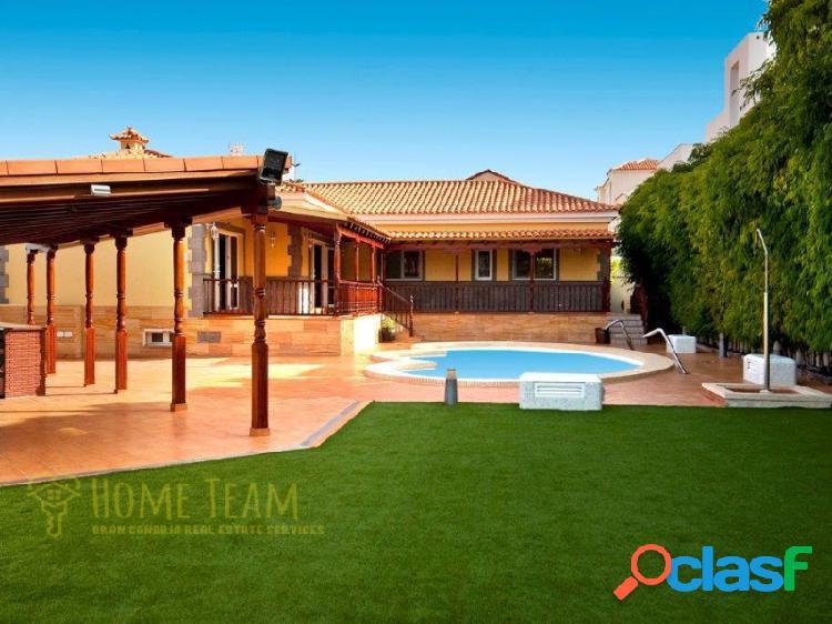Villa de lujo con piscina climatizada y grandes espacios de recreación en sonneland