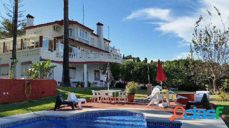 Chalet independiente con piscina. zona residencial de lujo.