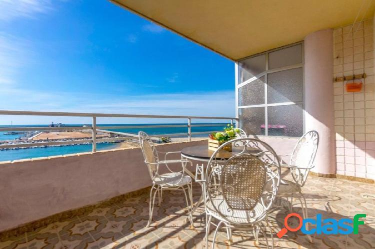 Apartamento en la primera linea de la playa de Náufragos, Torrevieja.