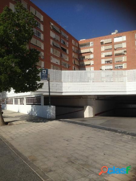 Se vende plaza de garaje pegada al corte ingles para 3 coches