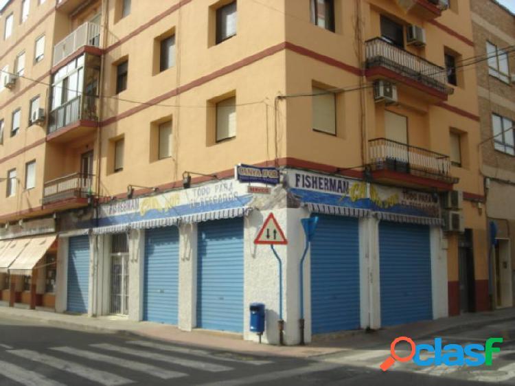 Local comercial en esquina. san gabriel.
