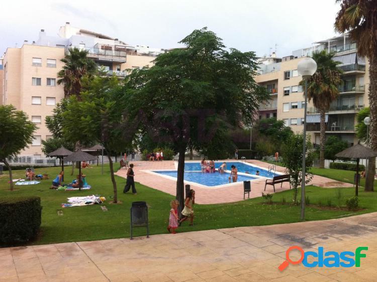 Piso en residencial en valterna, 95m, 2 habitaciones, 2 baños, cocina con galería, exterior con balcón, preinstalación aire acondicionado, conserje, 2 piscinas y jardín.