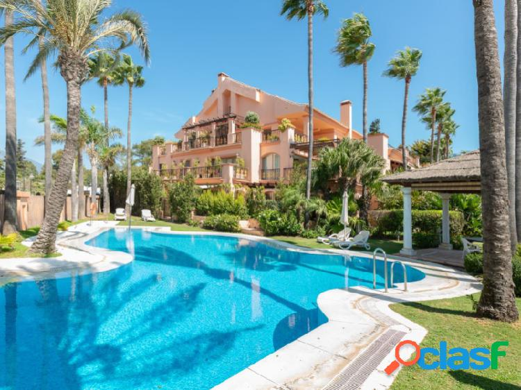 Exclusivo apartamento en primera línea de playa en puerto banús