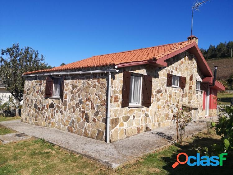 Casa de piedra - zona somozas, con finca cerrada y apta para vivir