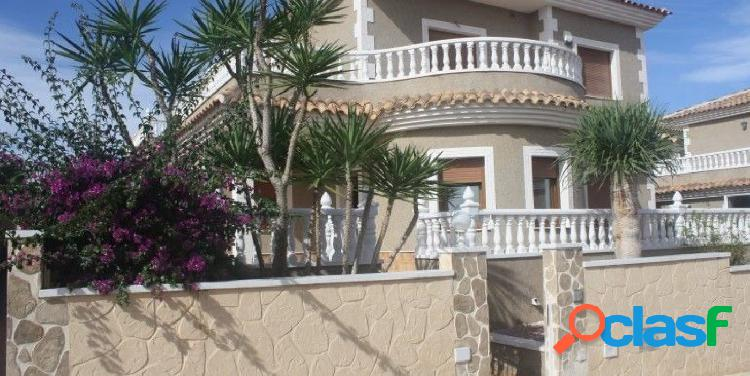 Chalet independiente estilo mediterráneo a tan solo 2 km. al mar