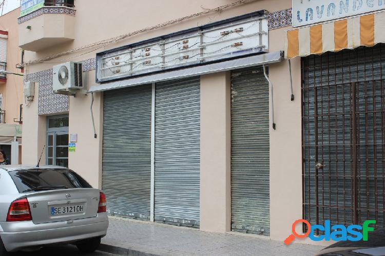 Local 50 m2 en buen estado, cuenta con baño y entreplanta de unos 10 m2, ideal para comercio u ofici
