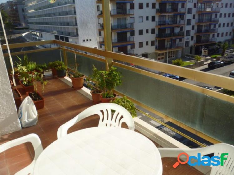 Exclusiva apialia costa daurada: piso en salou. de 3 habitaciones, 1 doble y 2 individuales. 1 baño