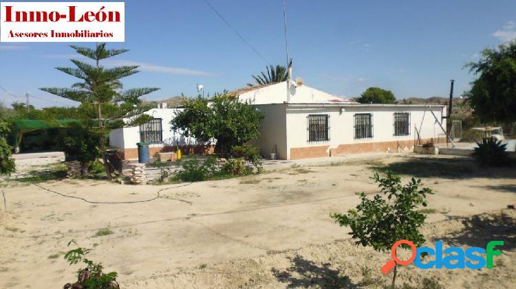 Casa de campo en parcela vallada en ptda. carrús