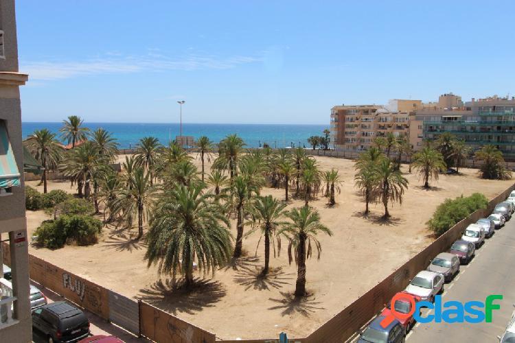 Apartamento con 3 dormitorios y vista al mar, torrevieja