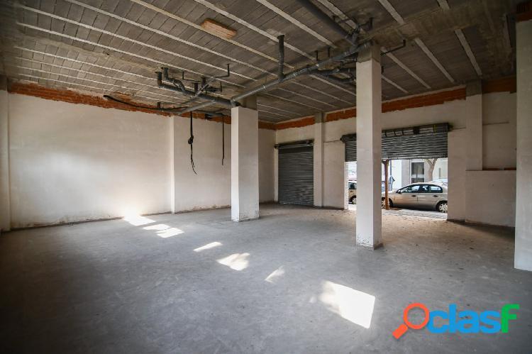 Local comercial de 133 m2 en finca nueva junto a la avenida tres forques con infinitas posibilidades