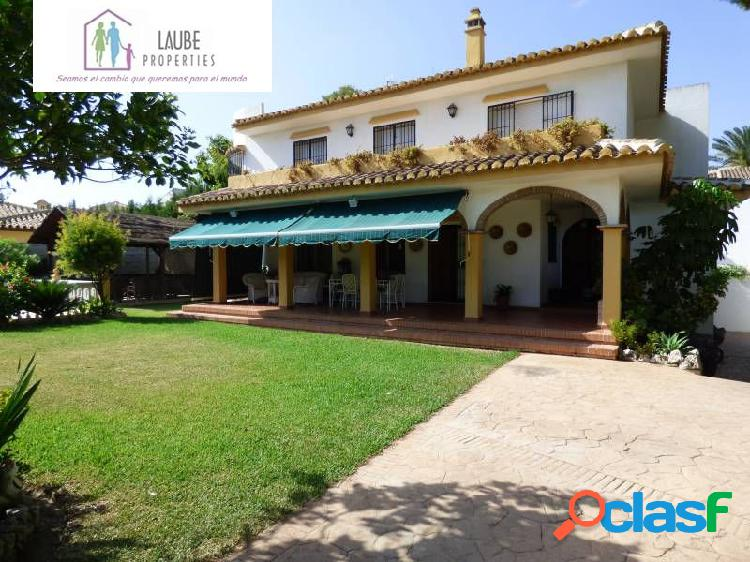 Villa independiente en el coto 350m2, parcela 1000m2, con piscina independiente, 7 dormitorios, 4 ba