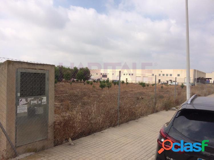 Parcela de 7.876 m2 de suelo industrial en el poligono iii de moncada, en poligono consolidado, con excelentes accesos, desde la autopista del mediterraneo, por el 'by pass'. ideal para cualq