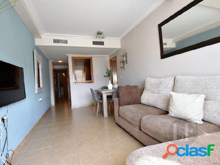 Apartamento de dos camas en el piso superior cerca de la playa