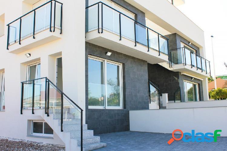 Apartamentos nuevos con urbanización cerca de la playa