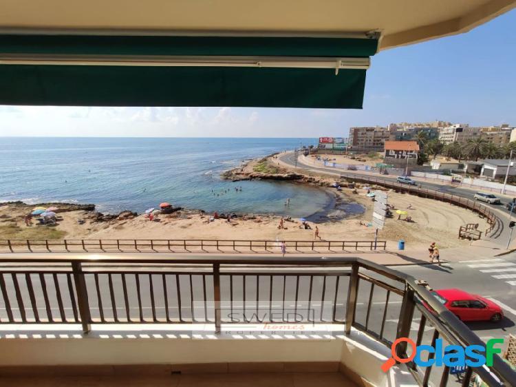 Apartamento en primera línea en playa de los locos con vistas al mar.