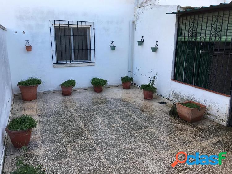 Piso planta baja con patio
