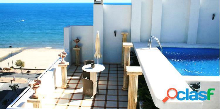 Magnífico y precioso ático duplex en primera linea de playa