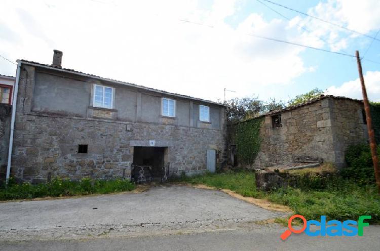 Casa rústica de piedra, a rehabilitar, en coirós