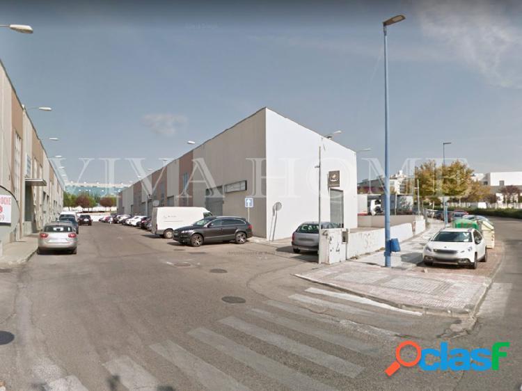 Magnifica nave industrial de 250 m2 muy bien comunicada con a-3 en calle severo ochoa 4
