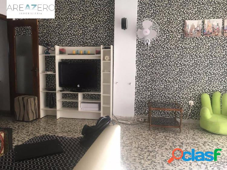 Piso de 4 dormitorios y dos baños con plaza de garaje en nueva andalucia