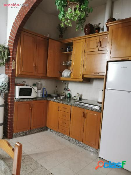 Casa con garaje para poner a su gusto junto al vial norte