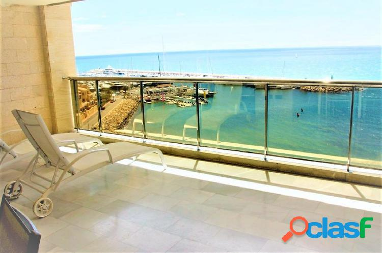 Apartamentos en primera linea de mar con piscina y jacuzzi